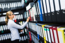 analoges archiv digitalisieren 225x150 - Alte Dokumente und Akten scannen und archivieren. Was kostet das?