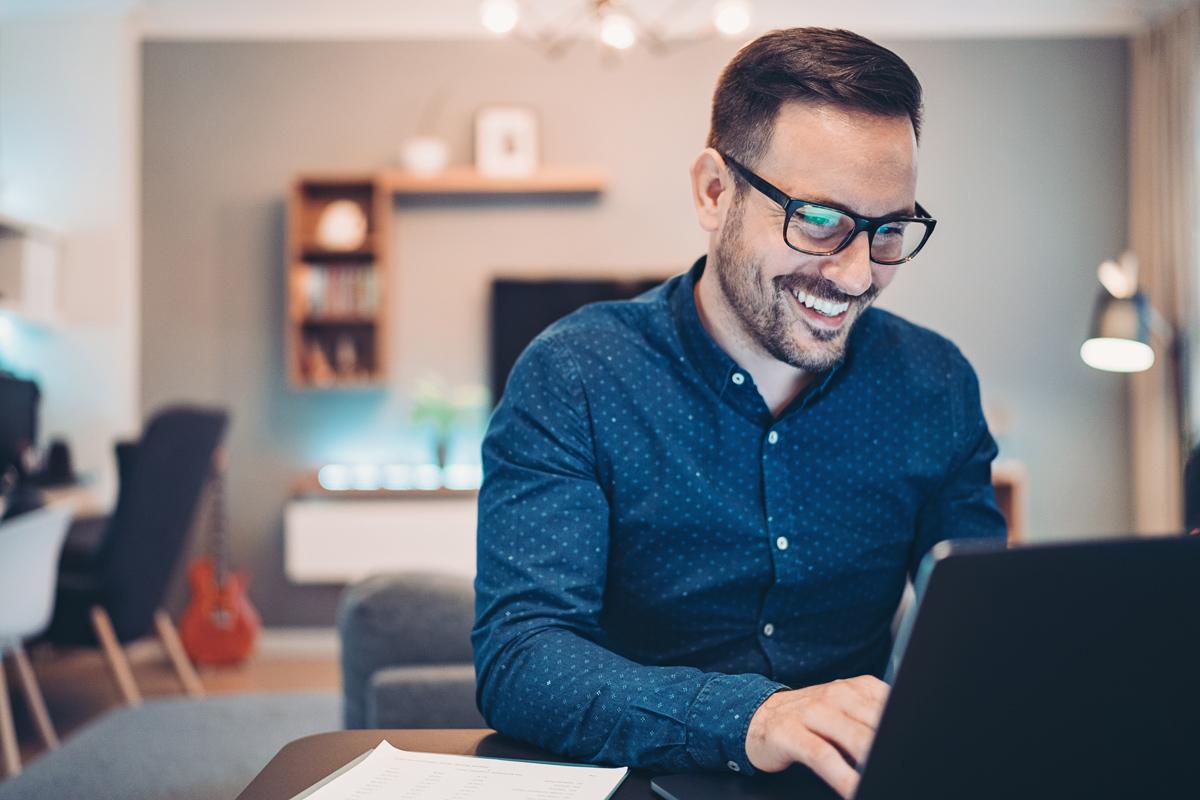 Mit einer 360-Grad-Rolle vorwärts ins Home-Office